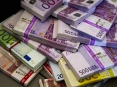 kilim-na-kmet-izrysi-pachki-s-banknoti-po-500-evro-297838