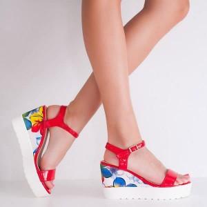 сандали на платформа